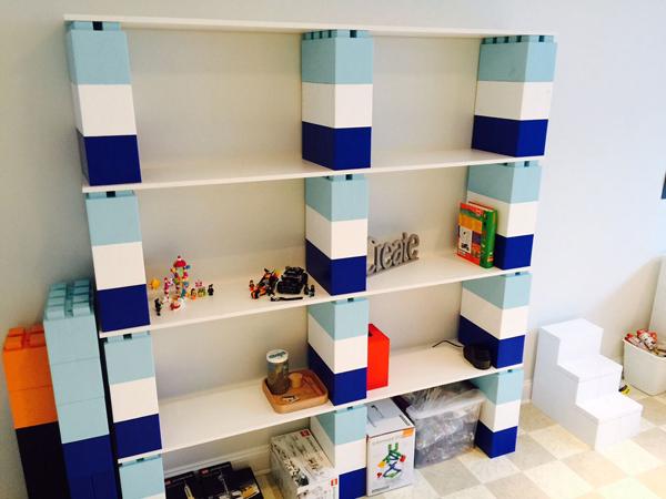 ספריה בצבעוניות ימית בחדר ילדים