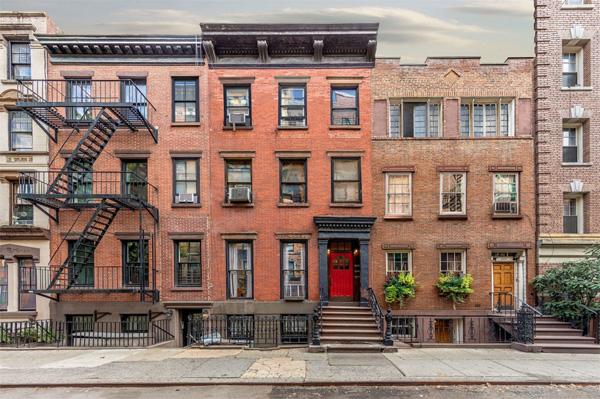 Three buildings on west tenth street. צילום: Marc Yankus