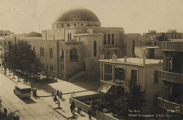 בית הכנסת הגדול, רחוב אלנבי, בגלויה של ''האחים אליהו'' משנות השלושים. מתוך אתר פיקיוויקי