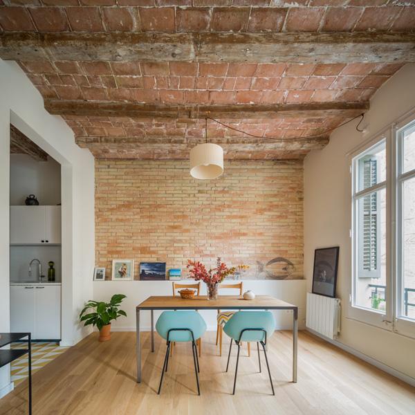 שיפוץ דירה במבנה היסטורי בברצלונה