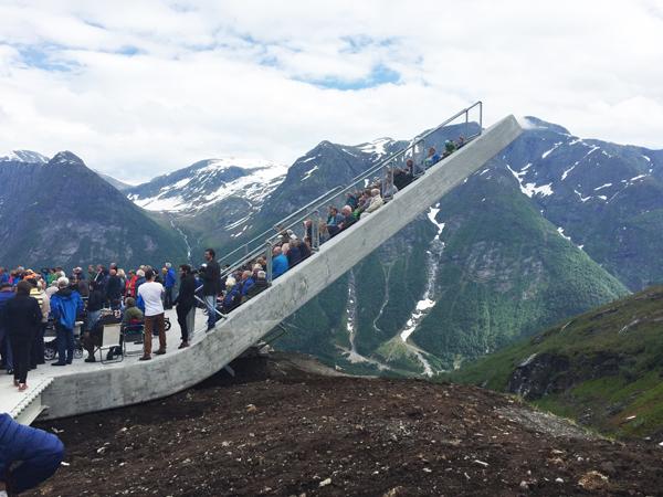 תצפית נוף הררית בנורווגיה