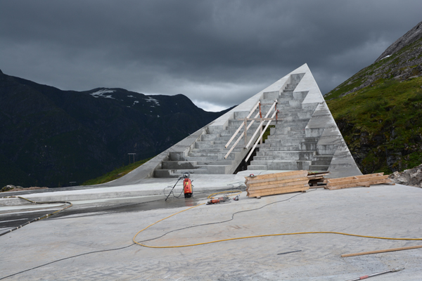 המבנה תלת מימדית על גבי הנוף