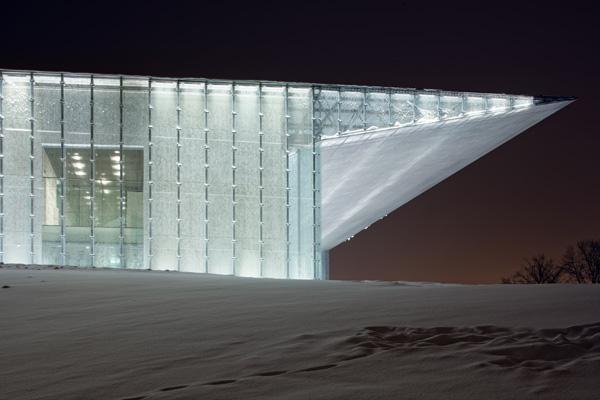 מבנה זכוכית מואר באסטוניה