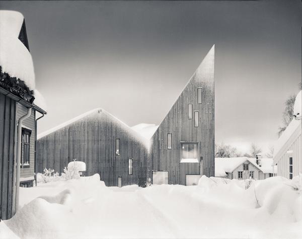 הצורה האדריכלית מחברת בין התרבות העממית במחוז לפני השטח. צילום: Erik Hattrem