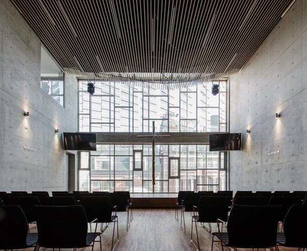אולם הכנסיה mayu architects