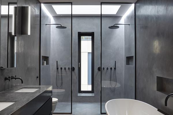 חדר רחצה עם מקלחון כפול ורחב ידיים