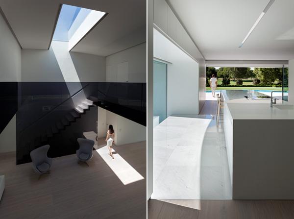 המטבח נפתח אל החצר והבריכה. הסקיילייט בחלל הכפול מכניס אור טבעי נוסף לבית