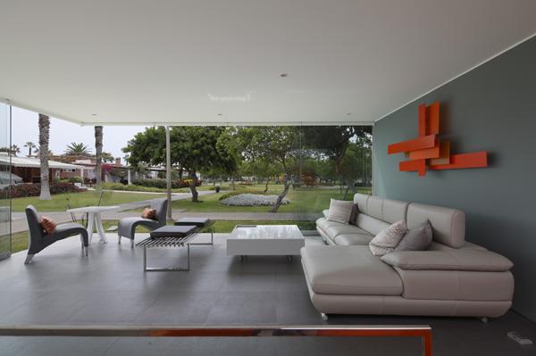 מבט על הסלון והנוף לפארק
