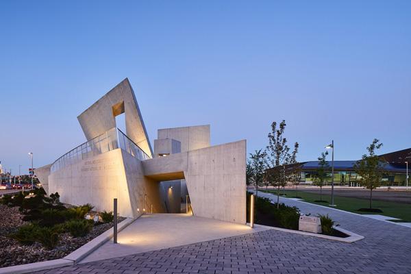 הכניסה לאנדרטת השואה בקנדה