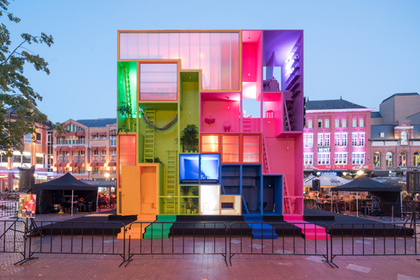 המיצג הצבעוני היה פתוח לציבור במשך שבוע וחצי של שבוע העיצוב