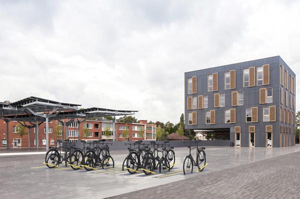 מתקני קשירת אופניים שנפתחים על פי דרישה. Abscis-Architecten-Thomas-de-Bruyne