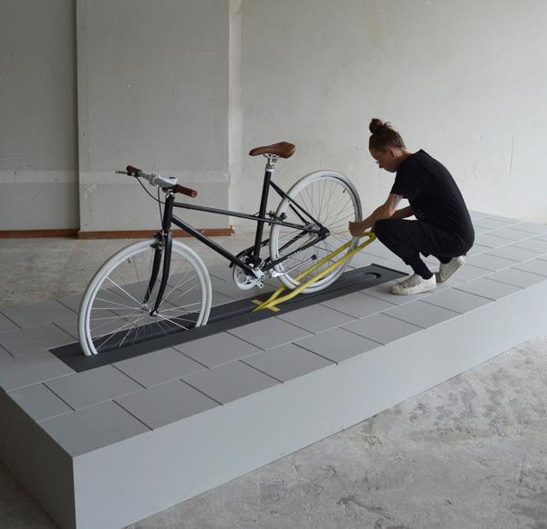 שלב שלישי- קשירת האופניים. Milou-Bergs
