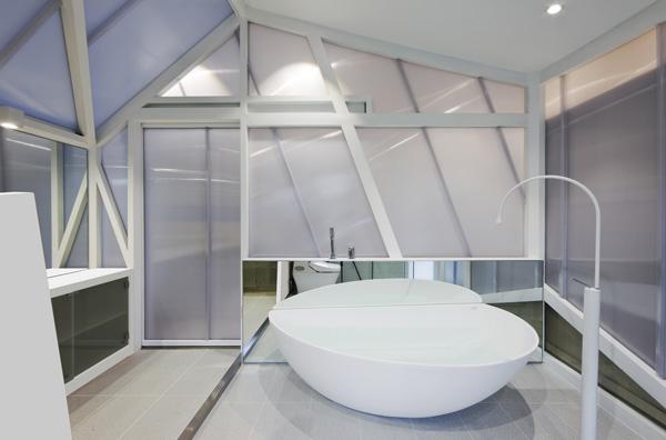 חדר הרחצה עם אמבטיה פרי סטנדינג
