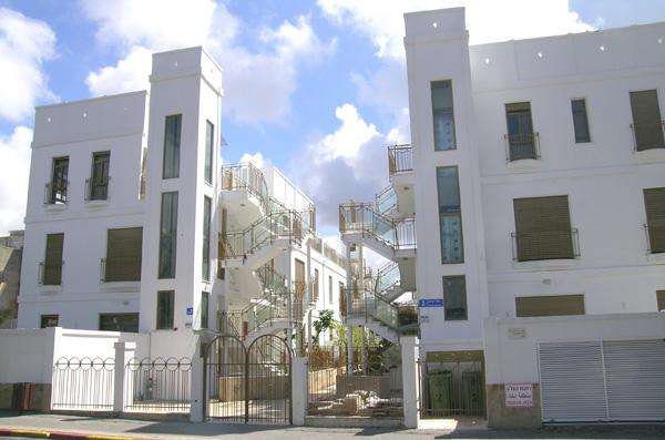 הבית עם הרחוב הפנימי. דבורה הנביאה בתל אביב. תכנון וצילום: אדריכלית נילי פורטוגלי