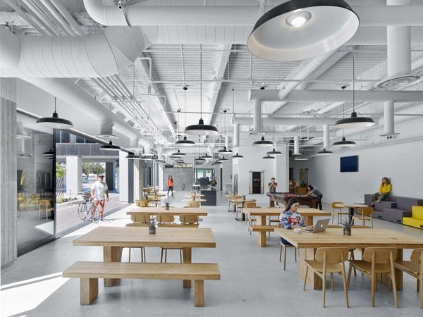 אזור בית הקפה במטה החדש של Vans