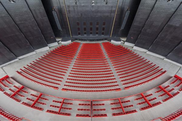 האמפיתאטרון בטרואה-ריבייר שומר על סימטריה פלדיאנית