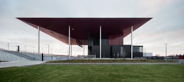 לאמפיתאטרון בטרואה-ריבייר ארבע חזיתות סימטריות