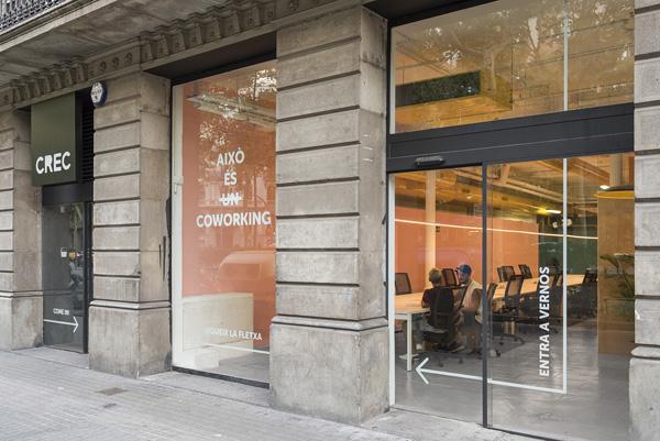 חלל העבודה השיתופי CREC, הכניסה והיציאה סמוכות אחת לשניה. צילום: Roberto Ruiz