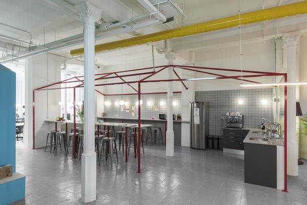 המטבח וחדר האוכל השיתופי. צילום: Roberto Ruiz