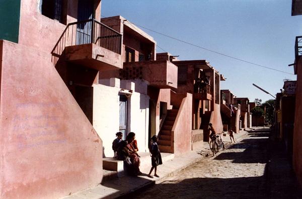 דיירים בפרויקט דיור בר ההשגה באינדורה, הודו. צילום באדיבות VSF