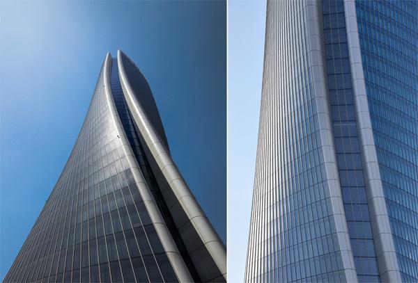 מבט אל עבר המבנה המתפתל. צילום מימין: Hufton + Crow. צילום משמאל: Luke Hayes