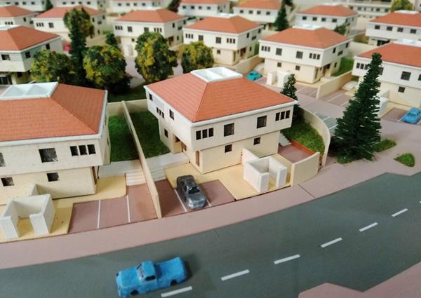פרט מתוך המודל בסטודיו של מיכאל דותן. צילום: ארכיג