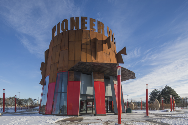 תחנת מטרו Pioneer Village, טורונטו, 2017. צילום: Wade Zimmerman