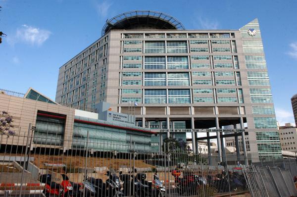 מגדל האשפוז על שם טד אריסון במרכז הרפואי סוראסקי בתל אביב. צילום: מילנר משה, לע