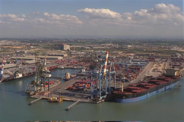 צילום אוויר של נמל אשדוד. צילום: סער יעקב, לע