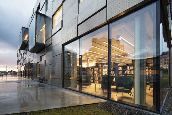 KMD, מבט מבחוץ אל הספריה. צילום:  Trond Isaksen, Statsbygg ©
