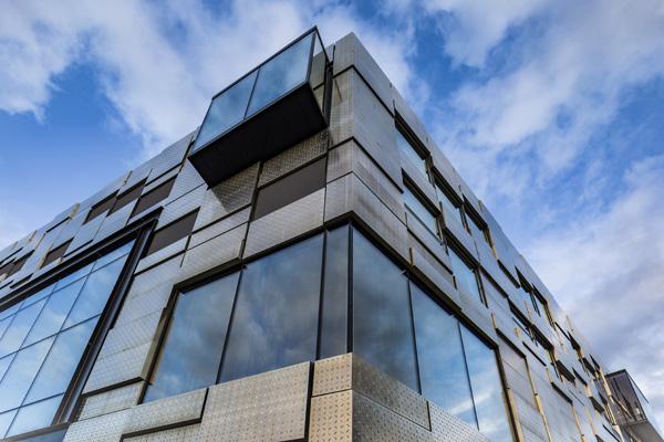 הקוביות הבולטות החוצה מהמבנה. צילום: Tomasz Majewski Photography