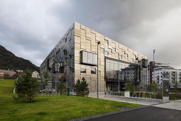 מבט אל המבנה והסביבה. צילום: Trond Isaksen, Statsbygg ©