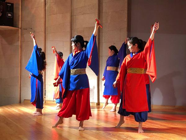 ריקוד יפני מסורתי בליווי מוסיקה מקורית