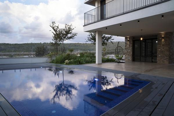הבית בגליל המערבי עם הנוף. צילום: שאול ויטיס