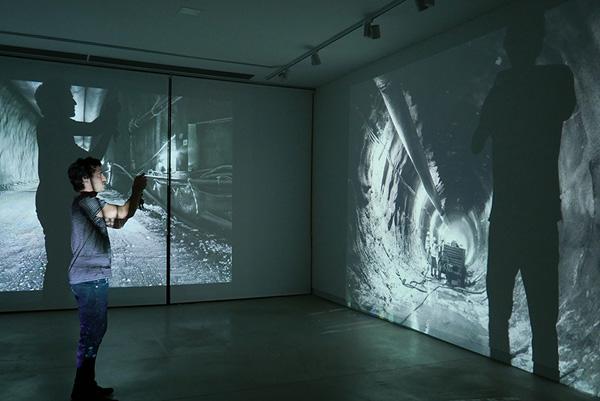 עבודת וידאו של תמר לדרברג. צילום: יח