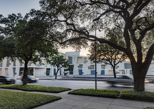 בית הספר גלאסל ביוסטון, מבט מהרחוב. צילום: Richard Barnes