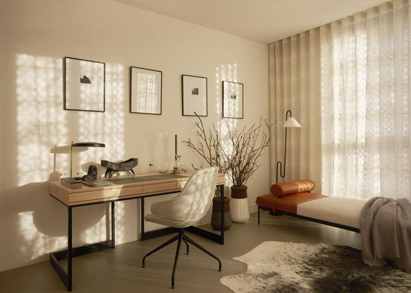 פינת עבודה בדירת שלושת החדרים. עיצוב: משרד NO.12 צילום: Tina Hillier