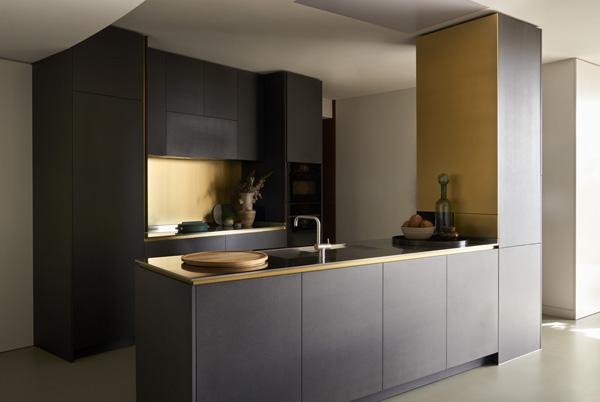 המטבח בדירת שלושת החדרים. עיצוב: משרד NO.12 צילום: Tina Hillier