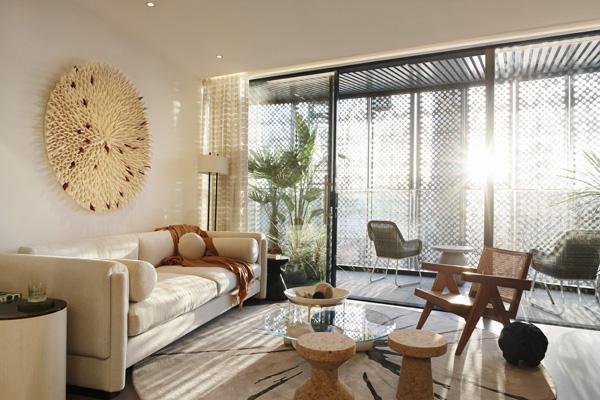 הסלון בדירת שני החדרים. עיצוב: משרד NO.12 צילום: Tina Hillier