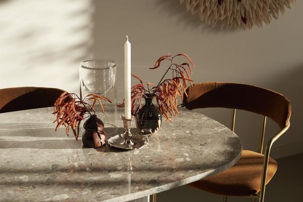 פינת האוכל בדירת שני החדרים. עיצוב: משרד NO.12 צילום: Tina Hillier