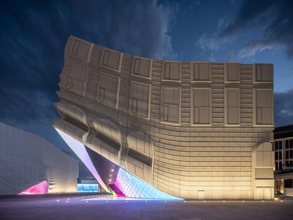 תאורת מבנה מועדון הלילה מבחוץ, The Imprint. תכנון: MVRDV. צילום: Ossip van Duivenbode