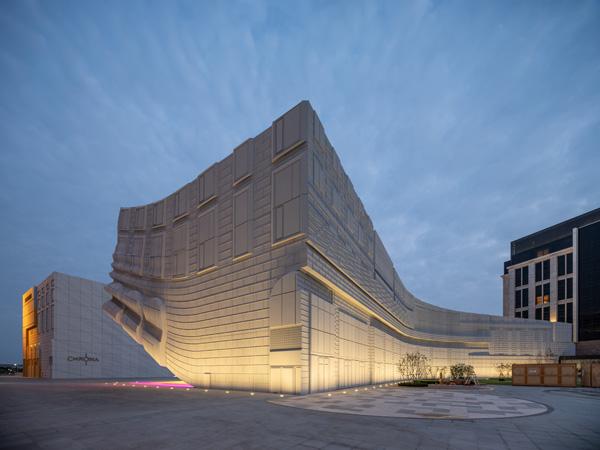 המבנים מתכתבים עם סביבתם, The Imprint. תכנון: MVRDV. צילום: Ossip van Duivenbode