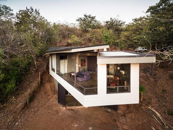 החלל הציבורי מחופה בגג דמוי עלה. תכנון: LSD Architects. צילום: Fernando Alda