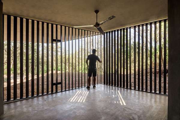 החלל בקומת הקרקע. תכנון: LSD Architects. צילום: Fernando Alda