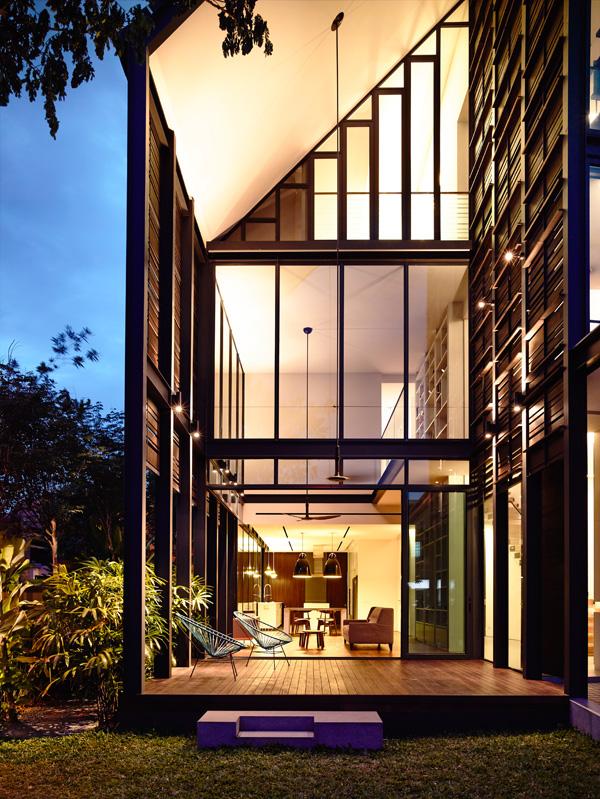 המרפסת בכניסה. תכנון: HYLA Architects. צילום: Mr. Derek Swalwell