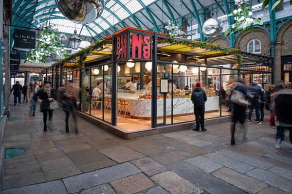 מסעדת Buns & Buns בלונדון. תכנון: Michaelis Boyd. צילום: Gavriil Papadiotis