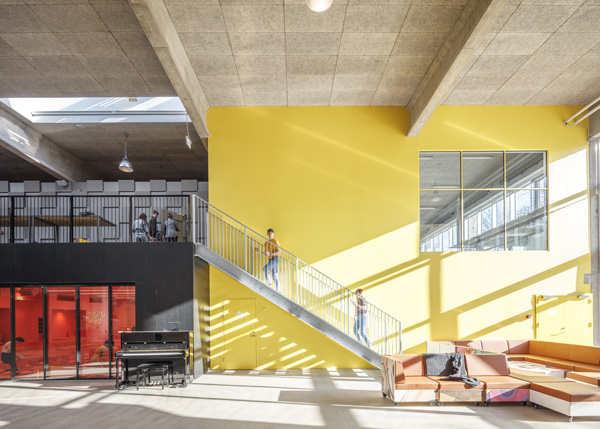 מעבר למפלס העליון תכנון:MVRDV+COBE צילום Ossip van Duivenbod