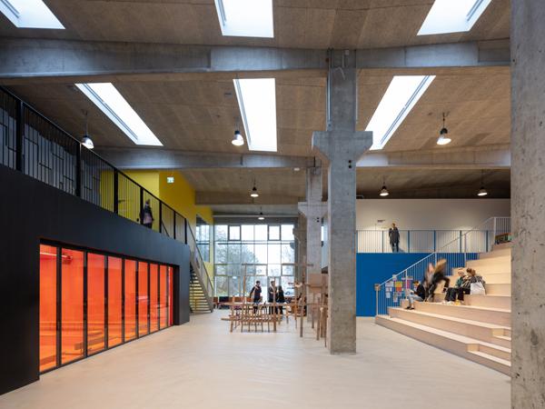 חלל הקמפוס המרכזי תכנון: MVRDV+COBE צילום:Ossip van Duivenbode
