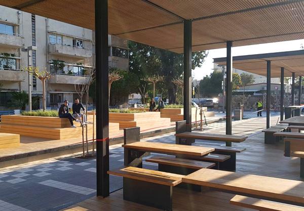 פינת העבודה ואיזור הטריבונות לישיבה החופשית, התמונות באדיבות עירית תל אביב