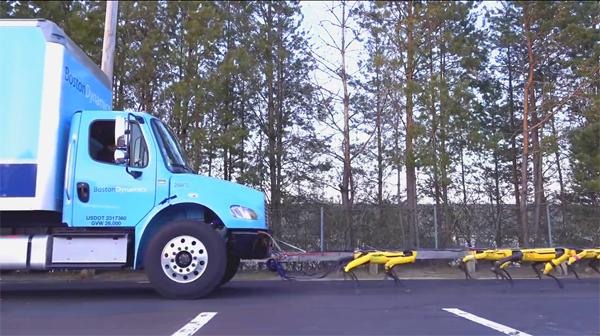כלבי רובוטמוכים משאית, תמונה מתוך יוטיוב